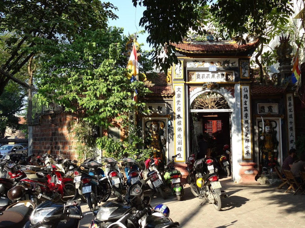 A Vietnamese temple filled with mopeds outside