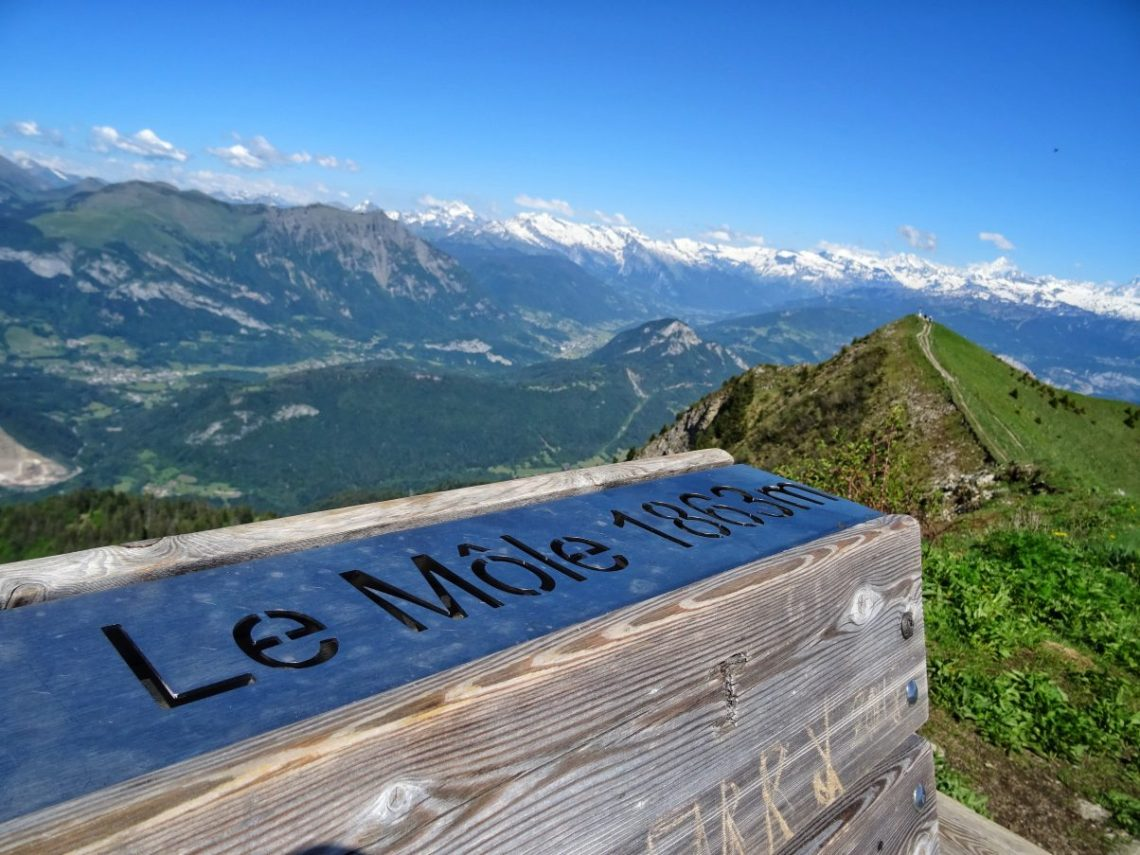 Bench on top of Le Môle