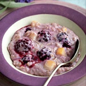 Apple and blackberry porridge