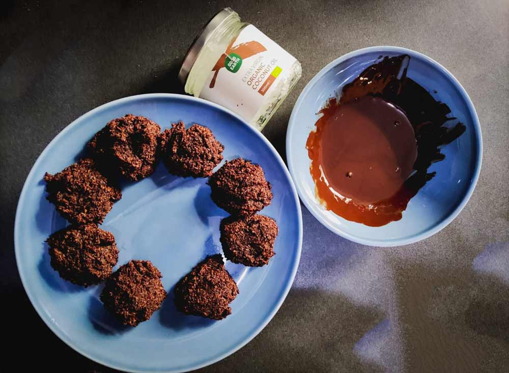 Chocolate-Coconut-Cookies-with-good-earth-coconut-oil
