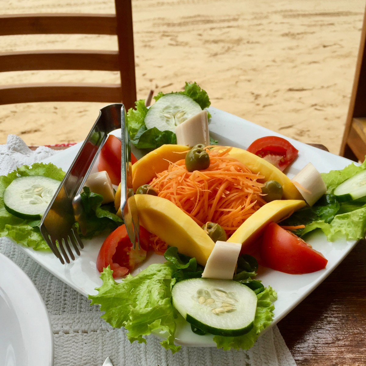 vegan-salad-with-palm-hearts-jericoacoara-ceara-brasil-veglibrary-vegetarian_meal