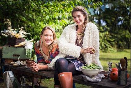 Programledarna Karoline Jönsson och Elenore Bendel-Zahn. (foto- Mattias Ankrah)