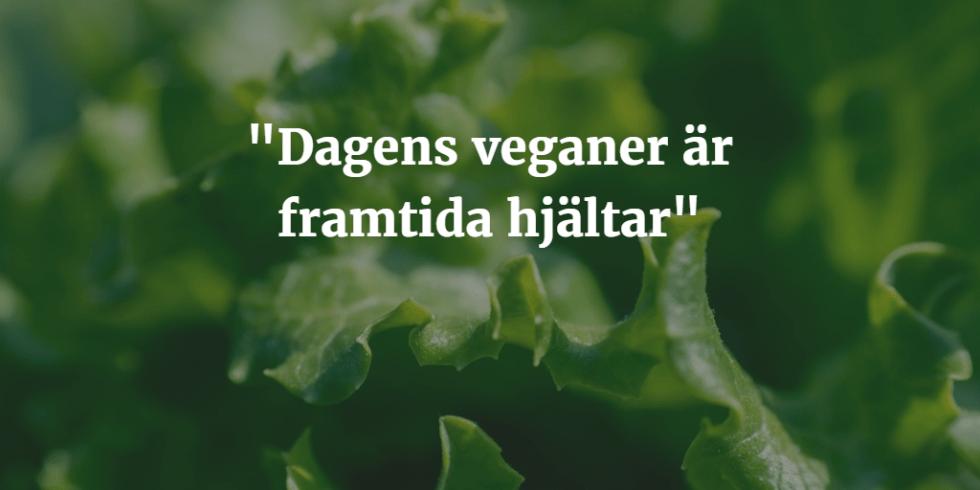 """Salladsblad tonat med texten """"Dagens veganer är framtida hjältar"""" i vitt över"""