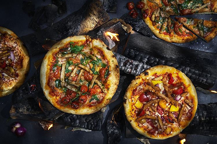 Pizzor på kolgrill