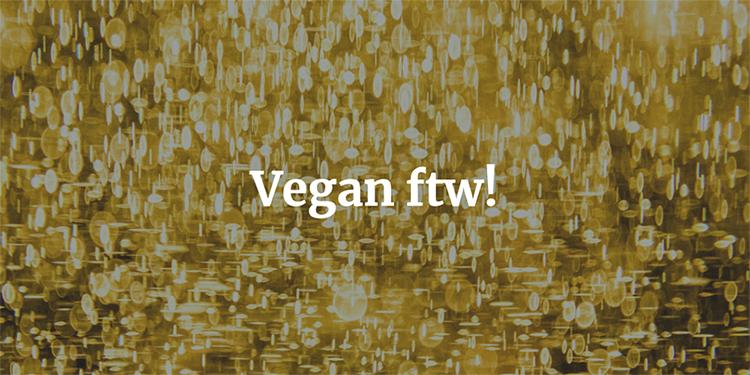 """Guldfärgad bakgrund med texten """"Vegan btw!"""" i vitt"""