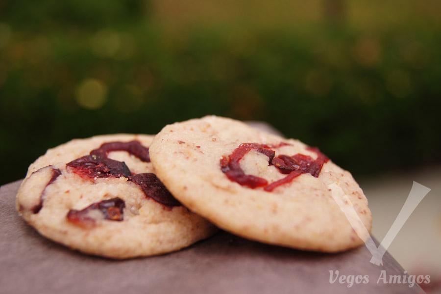 Vegan Cranberry Glitz cookie by Pipernilli | VegosAmigos