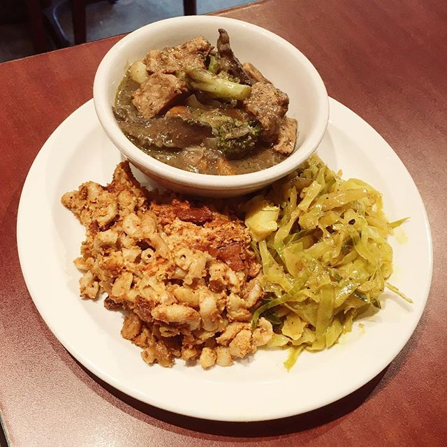 Special platter:  Curry chickun, baked mac n cheese & coconut cabbage.