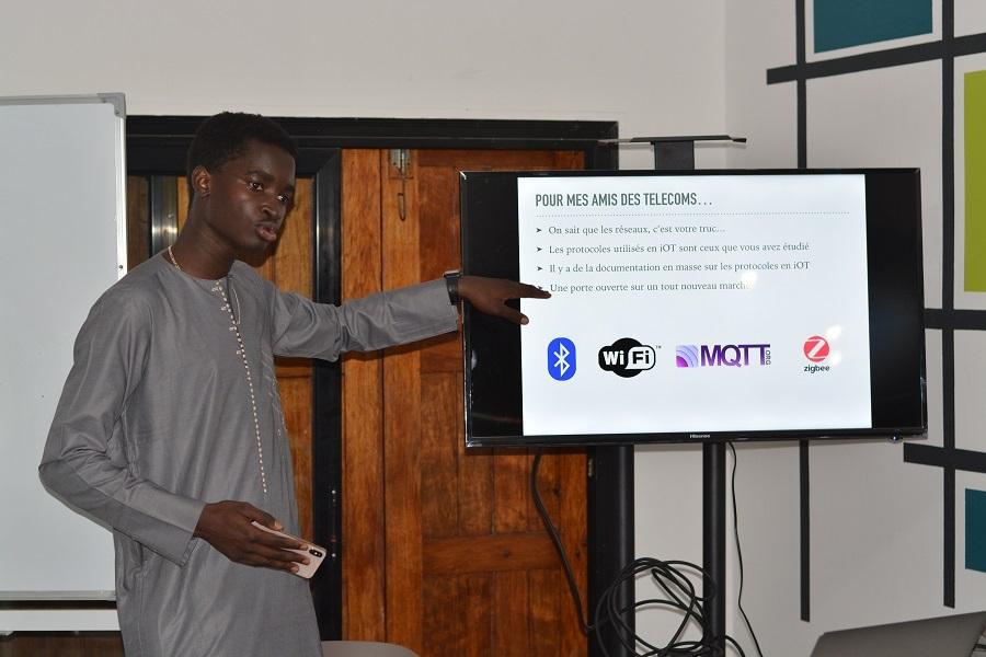 Evangélisation des IOT: le cours magistral de Mohamed THIAM, Developpeur Full Stack – Social Net Link