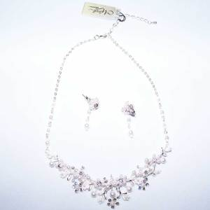 necklace and earrings match tiara