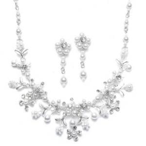 Add on the matching bridal jewelry set S005-W-S