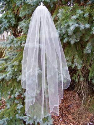 True scalloped edge veil