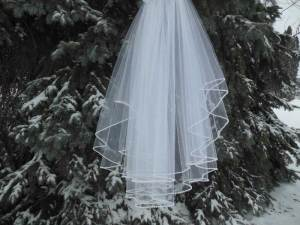 Pearl edge oval veil