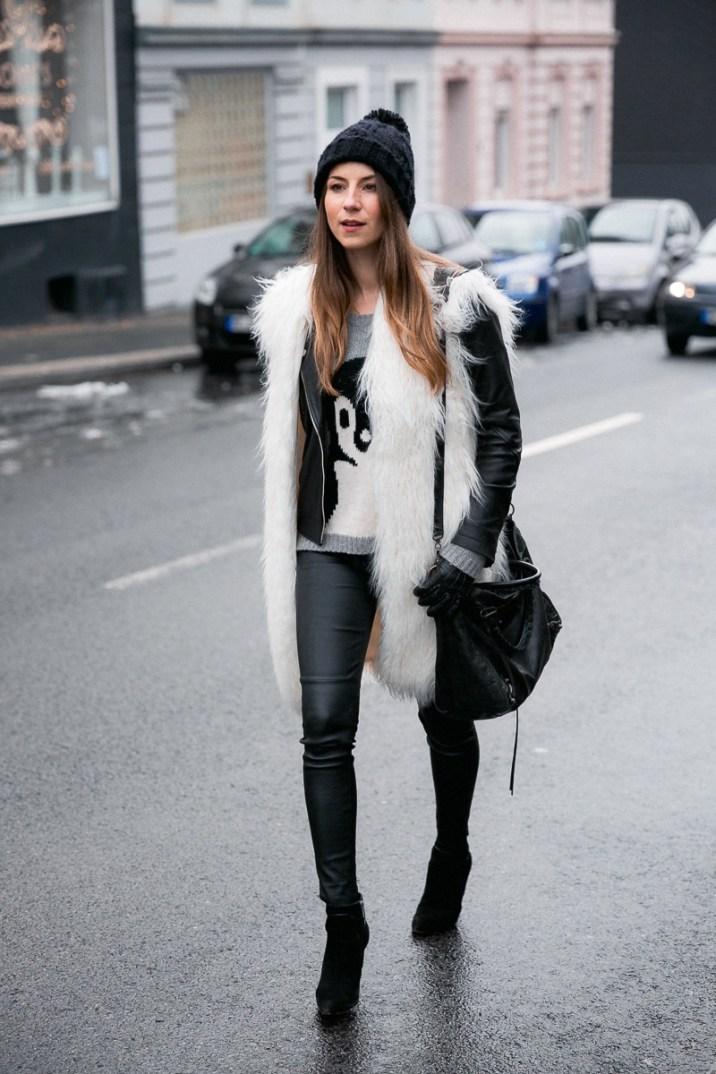 fellweste-fake-fur-vest-lederjacke-lederhose-winter-outfit (11 von 18)