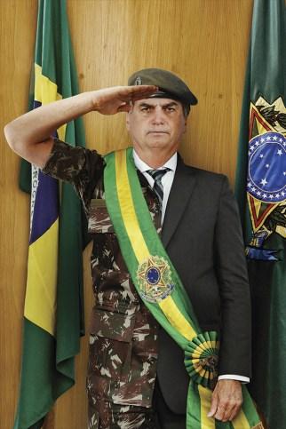Maioria da população avalia bem a participação de militares no governo |  VEJA