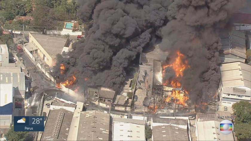 Image shows photo fire area in sheds in Barueri
