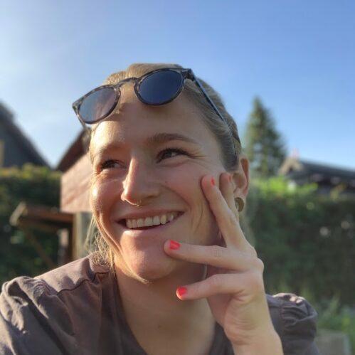 Marlene fra Vejsideboden i sommervejr