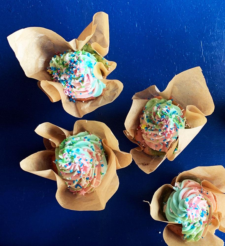 regnbue cupcakes