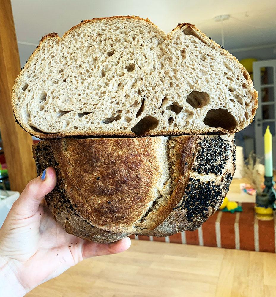 tæt surdejs brød