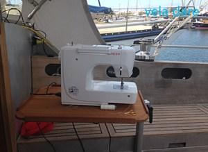 Nahen-300x219 Nähen am Bord rumpfbau europa  segeln Reparatur Nähen