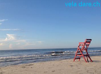 Apprécier le calme avant la tempête devant une mer encore calme malgré les annonces d'ouragan
