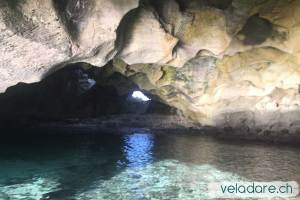 Grotte à Flamingo Cays