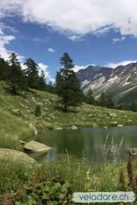 Lac de montagne en Valais