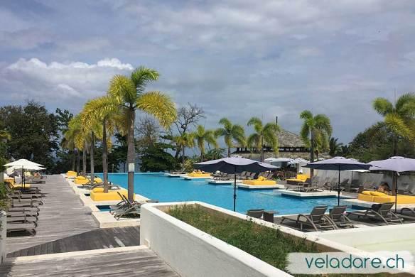 on profite du bar, de la piscine et du Wifi de l'hôtel de Viveros (île de Las Perlas, Panama)