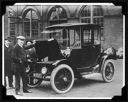 Image of Edison with an electric car in 1913, compared to a modern-day electric vehicle