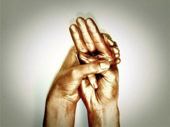 temblor dedo meñique mano izquierda