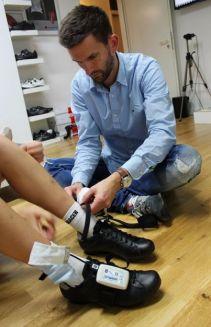 Nach Cleatanpassung noch mal in die Schuhe schlüpfen