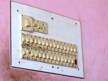 1 ampoule, 30 interrupteurs... Au cas ou..., Nepal