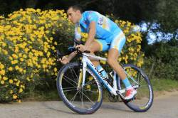 Vincenzo Nibali swapping lime-green for turquoise(image courtesy of team Astana)