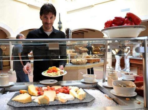 fabs-at-the-breakfast-buffet