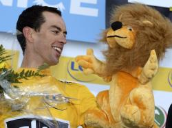 One for the collection, Richie Porte winner of queen stage in Paris-Nice 2013 assumes leader's jersey  (image courtesy of Sky)