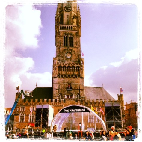 Ronde start in Bruges. Can you see Sophie or Miss Kitty?