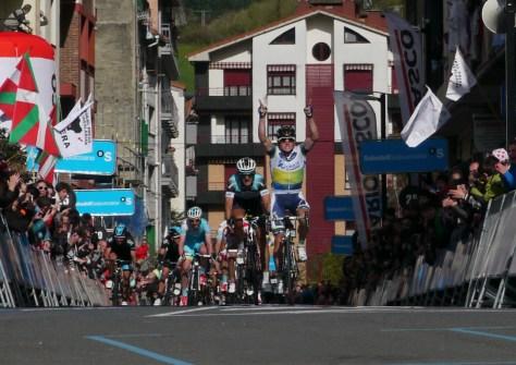Simon Gerrans wins stage 1
