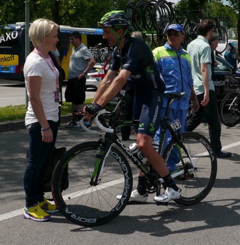 The riders always have time to chat to a pretty girl, Pablo Lastars is no exception