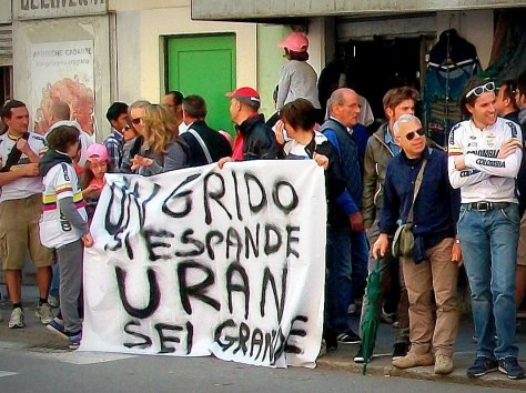 Uran's fans proclaiming his greatness in Italian (image: Nathalie)