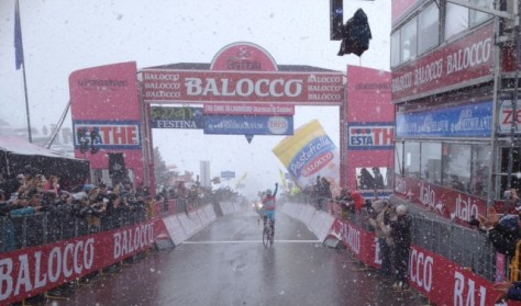 Stage 20 winner, Vincenzo Nibali fights his way through the snow