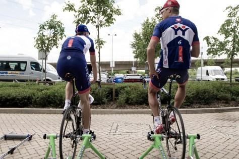 Marcin Bialoblocki and Niklas Gustavsson warming up