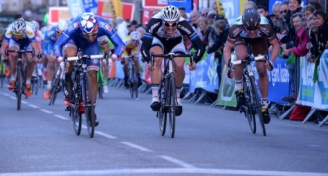 Bouhanni edges it from Degenkold in recent Etoile de Besseges (image: FDJ)