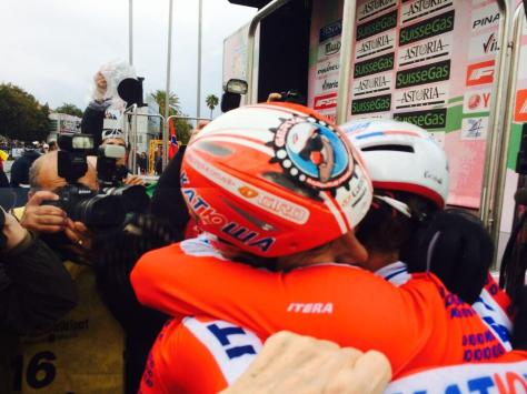 Alexander Kristoff embraces his teammate Luca Paolini (Image: @katushacycling/Twitter)