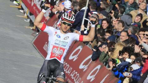 Michal Kwiatkowski crosses the line (Image: Strade Bianche/Gazzetta.it)