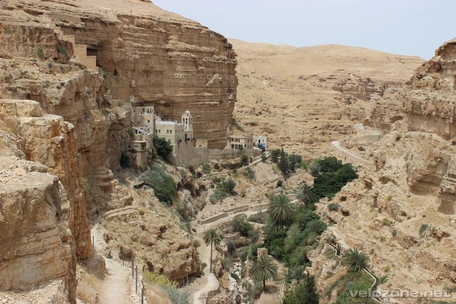 Wadi Qelt - zielona smuga na środku pustyni