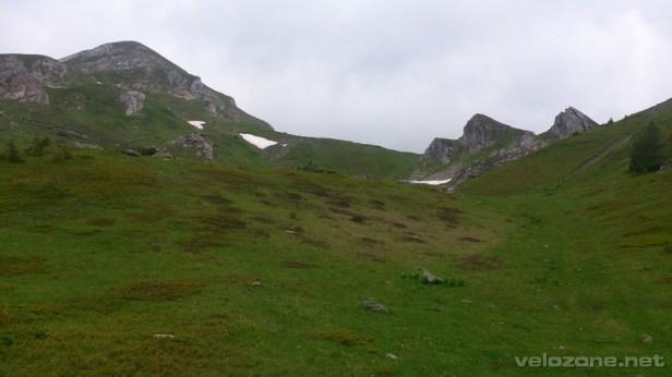 Od czarnogórskiej  strony przełęcz jest bardziej niepozorna.
