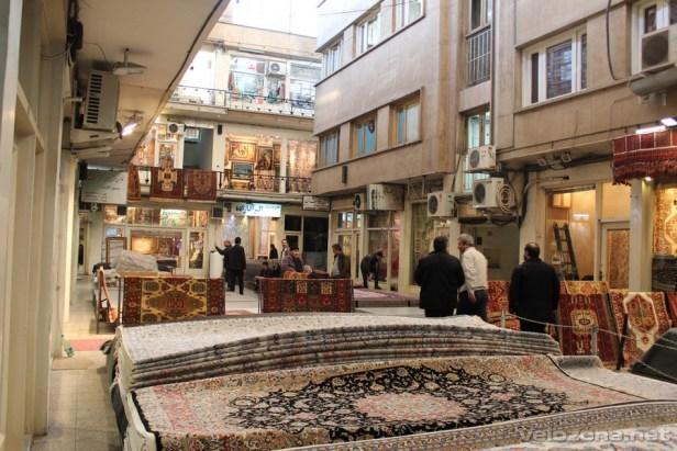 Na jednym z dziedzińców teherańskiego bazaru