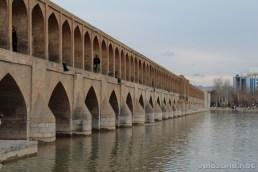 Most trzydziestu trzech łuków