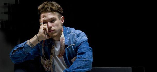 Sanremo Giovani 2016 Irama gli orecchini del cantante