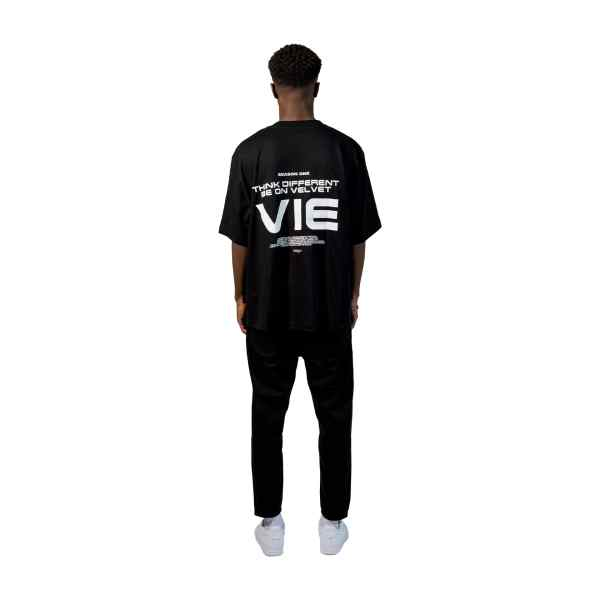 Velvet-Vienna-Streetwear-Outfits-Herren-shirt-Streetwear-outfits-Oversize-herren