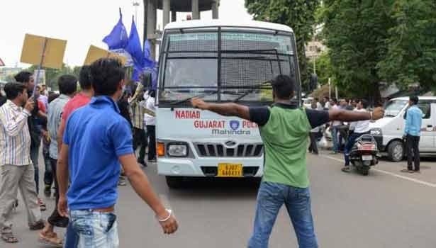 201607210534037380_Protests-rock-Gujarat-after-Hindu-vigilantes-brutally-beat_SECVPF